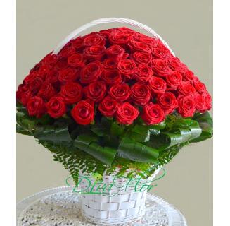 Coș 75 trandafiri roșii