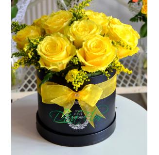 Cutie cu 11 trandafiri galbeni