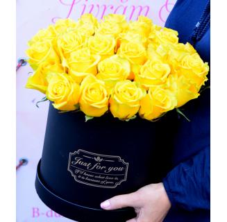 Cutie cu 31 trandafiri galbeni