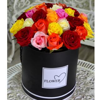 Cutie cu 25 trandafiri multicolori