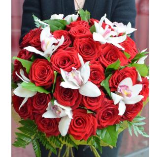 Buchet cu 27 trandafiri și orhidee