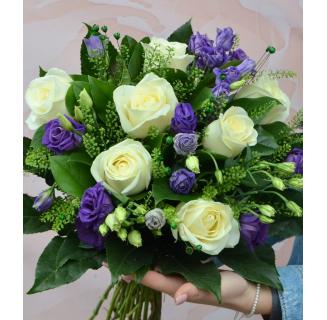 Buchet 7 trandafiri și eustoma