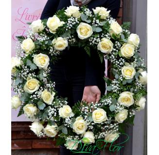 Coroana cu 30 trandafiri albi
