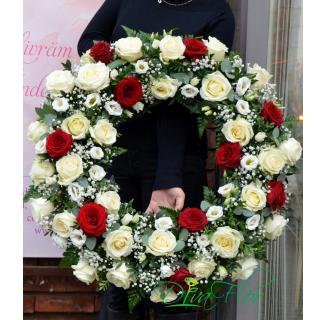 Coroana cu 40 trandafiri alb-roșii