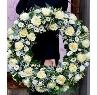 Coroană rotundă cu trandafiri și eustoma
