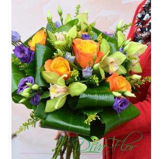 Buchet cu trandafiri și orhidee verzi