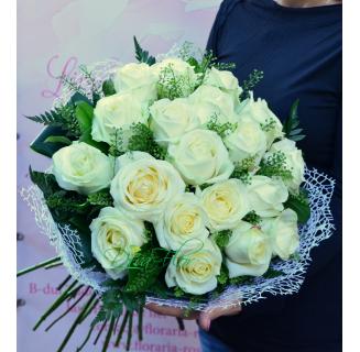 Buchet cu 19 trandafiri albi