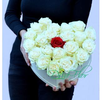 Cutie inima cu 21 trandafiri