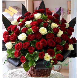 Cos 65 trandafiri