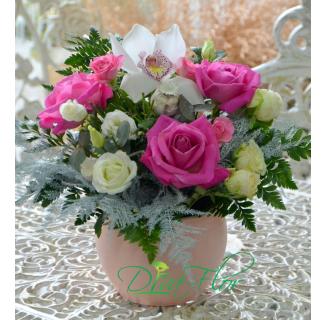 Aranjament Rodica cu flori delicate