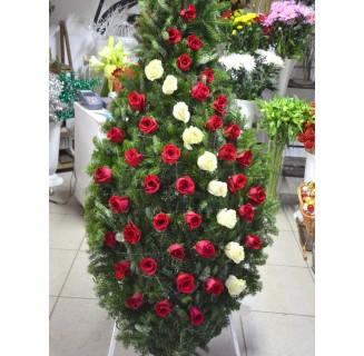 Coroana cu 50 trandafiri alb-rosii