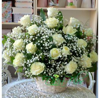 Cos cu 20 trandafiri albi