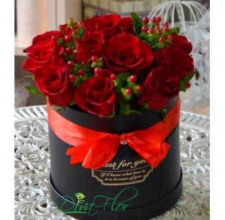Cutie cu 11 trandafiri roșii