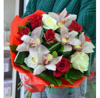 Buchet cu trandafiri si orhidee