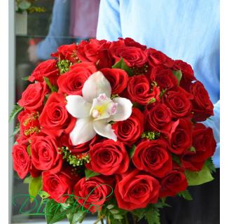 Buchet 30 trandafiri si orhidee