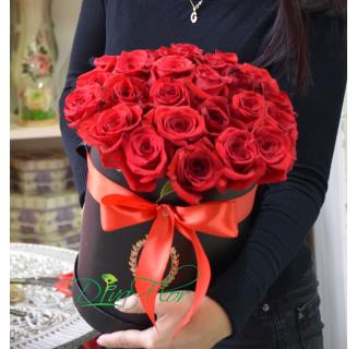 Cutie cu 23 trandafiri roșii