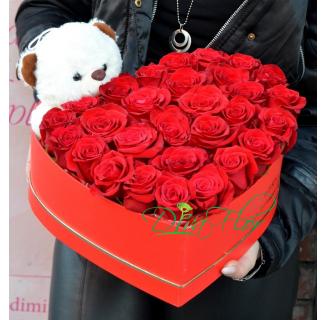 Cutie inima cu 25 trandafiri si ursulet
