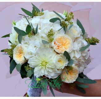Buchet alb cu hortensii si dahlii