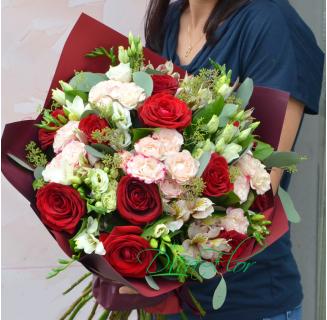 Buchet Daniela cu trandafiri si miniroze