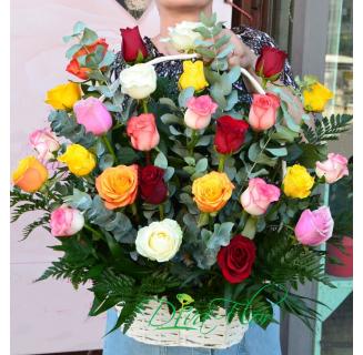 Cos 25 trandafiri multicolori
