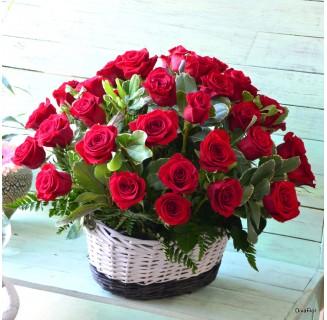 Cos 41 trandafiri rosii