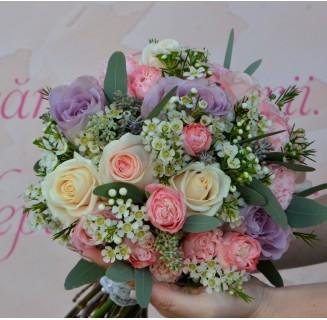 Buchet Lidia cu trandafiri mov