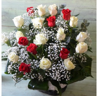 Cos 21 trandafiri alb-rosii