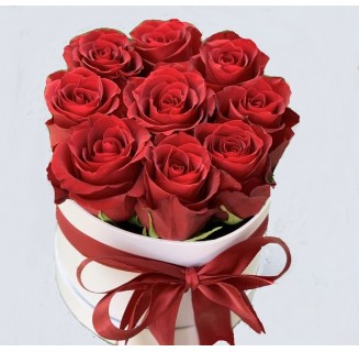 Cutie rotunda cu 9 trandafiri rosii