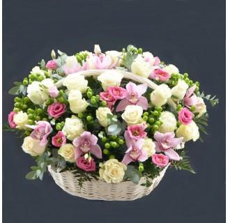 Cos extra cu trandafiri si orhidee