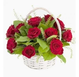 Cos 11 trandafiri rosii