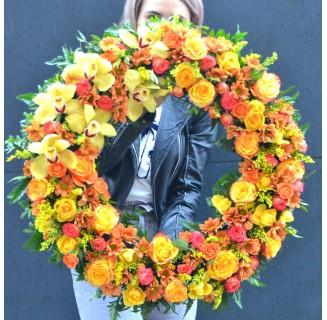 Coroana portocalie cu orhidee