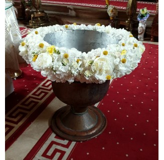 Cristelnita flori albe si craspedia