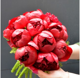 Buchet 11 bujori rosii