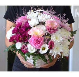 Cosulet cu trandafiri si crizanteme