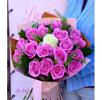 Buchet cu 21 trandafiri roz