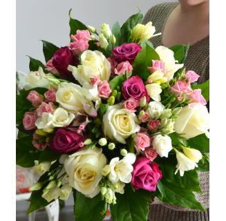 Buchet trandafiri și miniroze roz